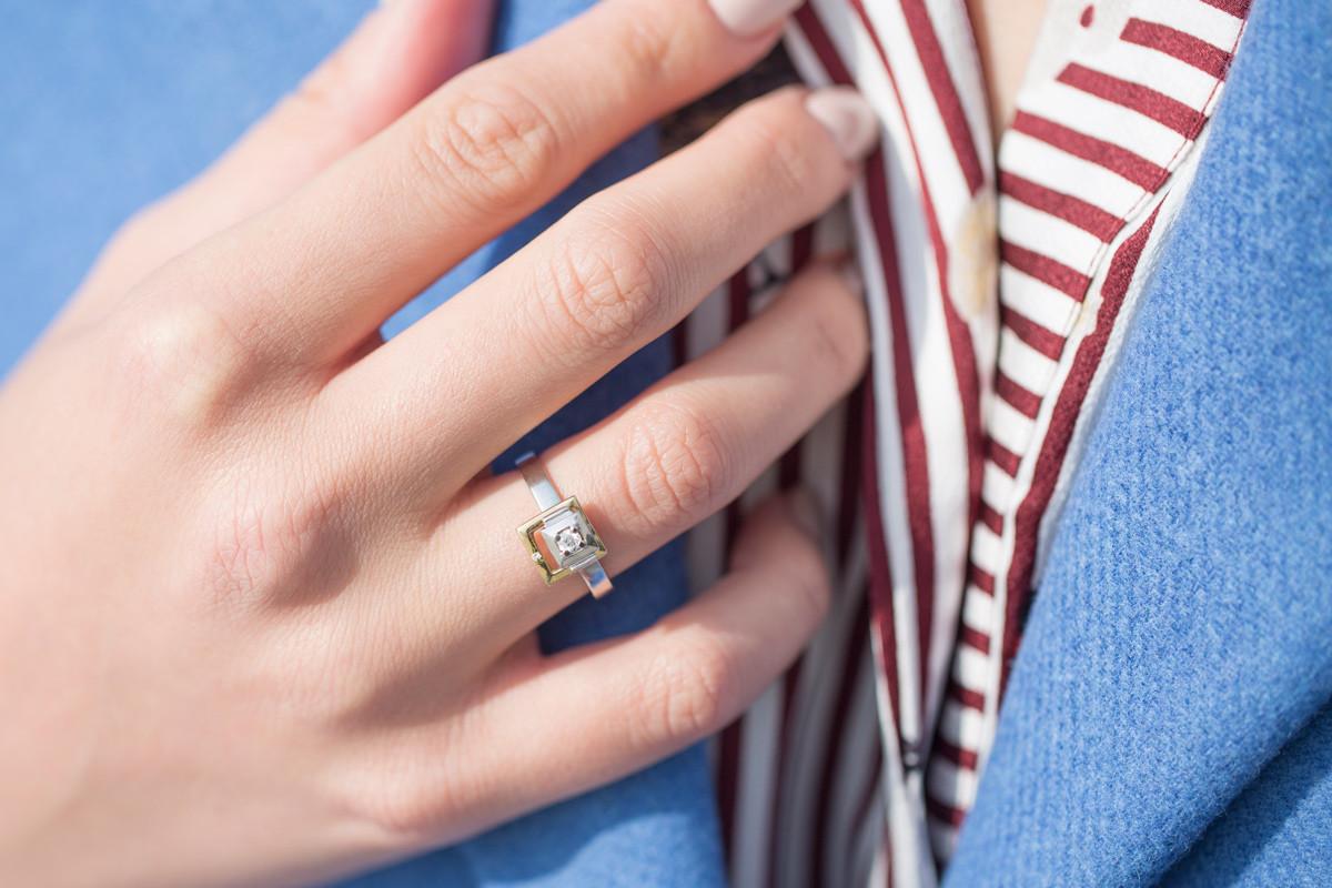 razy randkowy pierścionek interpretacja snów randki z młodszym mężczyzną